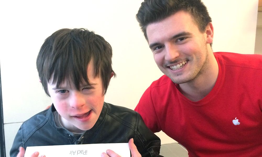 Apple Employee Goes Above and Beyond to Comfort Frightened Autistic Boy and Mother